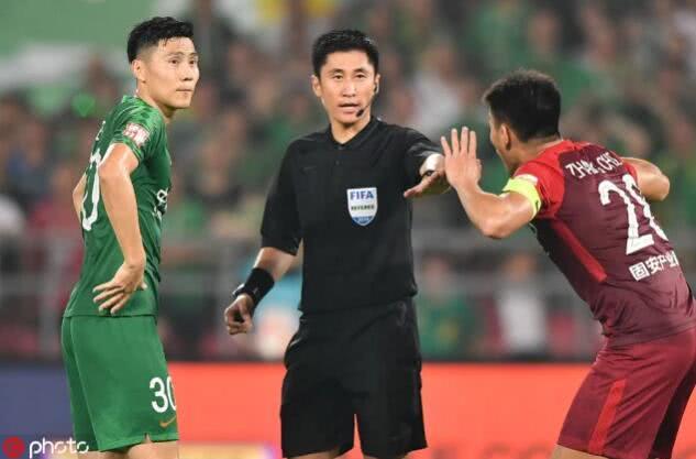 记者:经调查国安战华夏点球误判马宁责任不大 VAR裁判要被罚