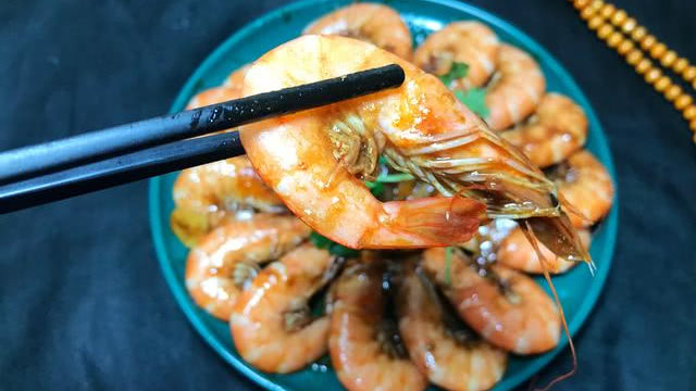 油焖大虾这样做,吃起来鲜嫩多汁,连皮都不剩,味道真的是太鲜了