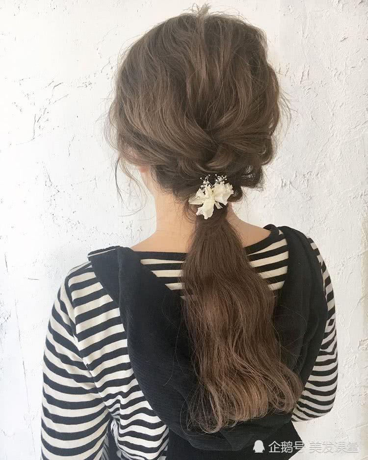 不浪费时间简单扎发发型,减龄编发,自然也很甜美