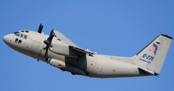 一声巨响,一架美军运输机突然硬生生坠毁,机上4人全部遇难