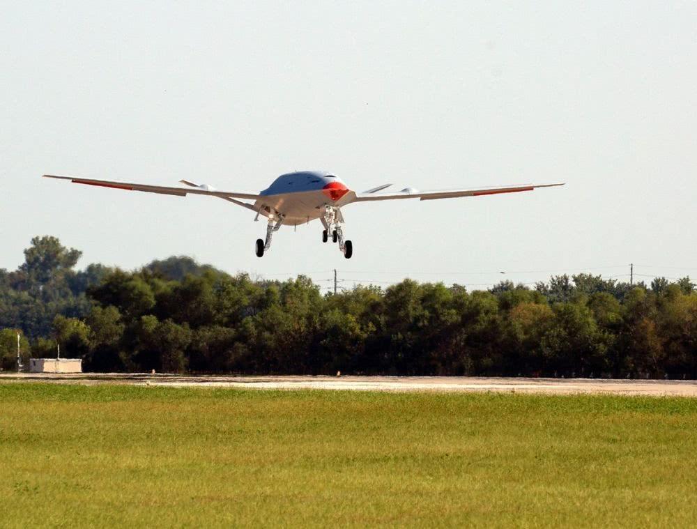 美航母再添强力帮手:MQ-25成功首飞,战机作战半径将增加