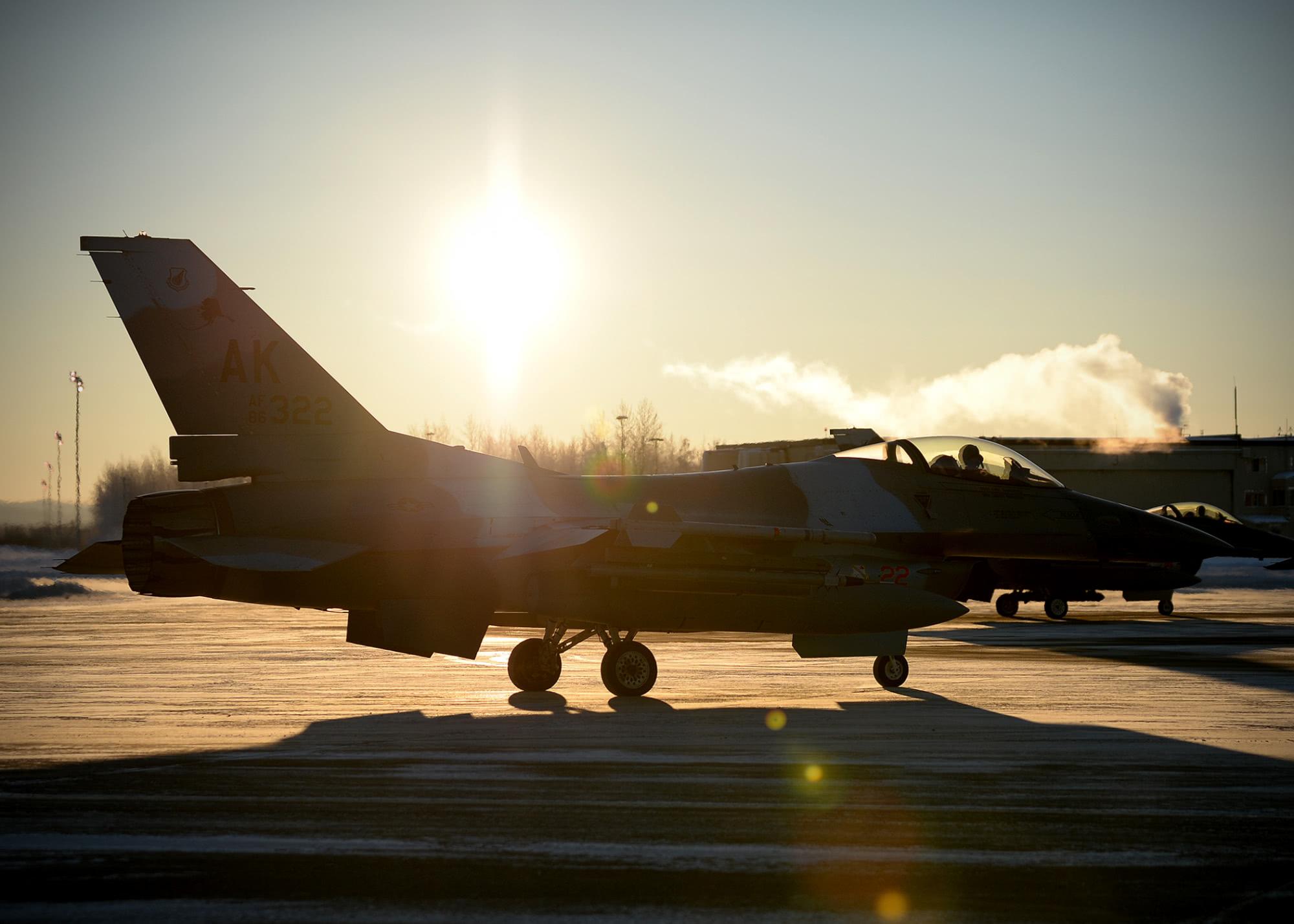 空军数量对比,美国有55万现役空中尖兵,俄罗斯16万,中国呢