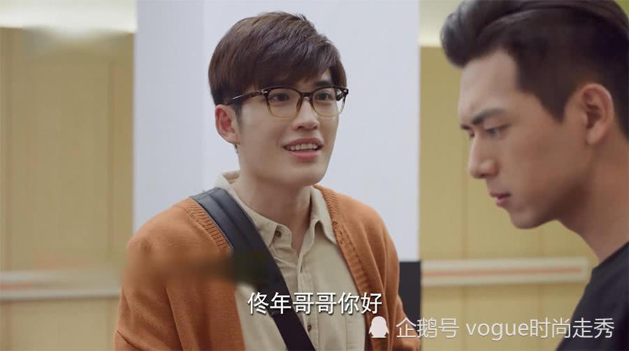 """韩商言被郑辉叫""""叔叔""""后,表情相当无语,佟年在旁边偷着乐"""