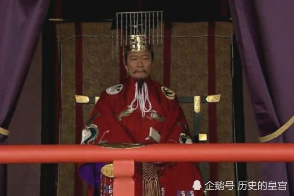 日本历史最悲剧的天皇,对一头猪说了一句话,第二天就被大臣谋杀