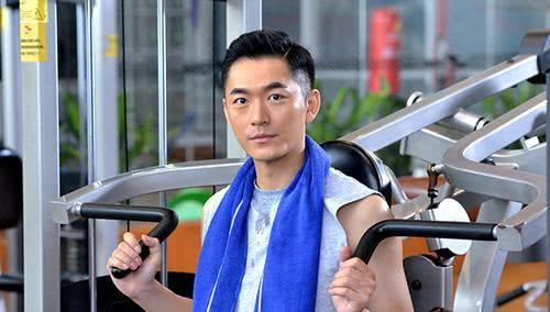 他与陆毅是同学,人帅演技好却一直不火,相亲娶总裁妻子