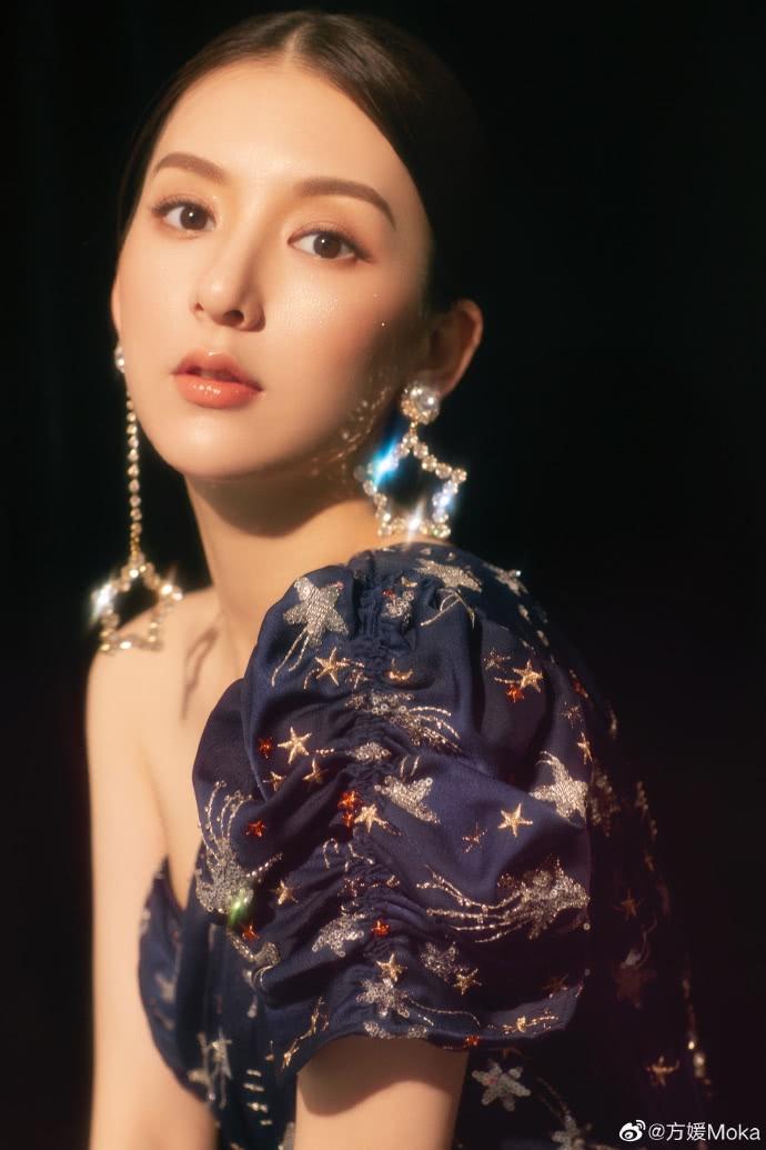 方媛最新写真美照,精致妆容出镜,尽显女人味