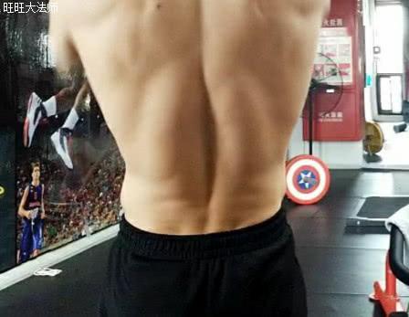 练出蟒蛇竖脊肌,健身力量会更大,4个方法,让你的后腰更强大