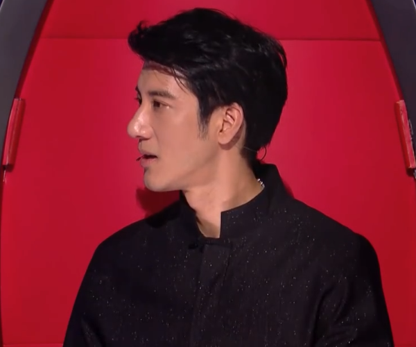 《好声音》屈杨演唱完毕,看完几位导师的点评,姜还是老的辣啊!