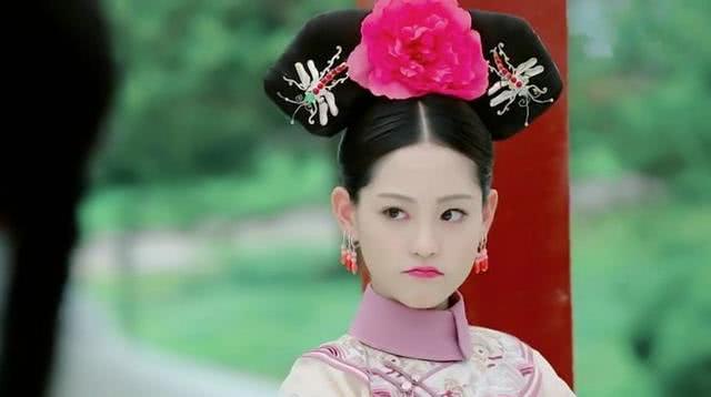 她11岁被康熙纳入后宫,生下两位皇子,死后康熙亲自穿孝!