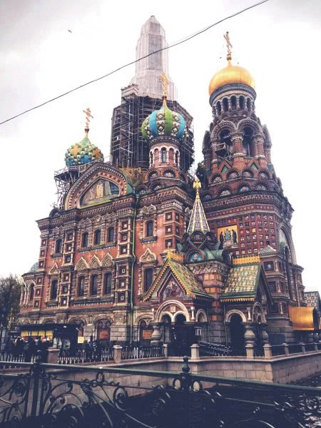 中国游客不懂俄文逛莫斯科超市,白醋当成饮料喝