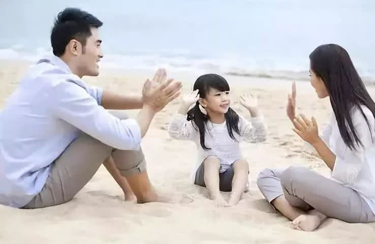 玩耍时,这五个行为父母不要做,尤其是第一个,会让孩子变笨!