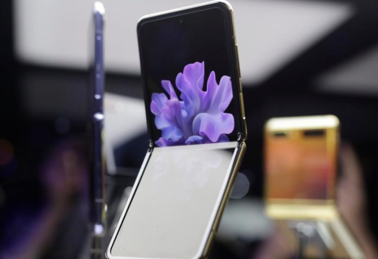 外媒拆解Galaxy Z Flip 修复简单