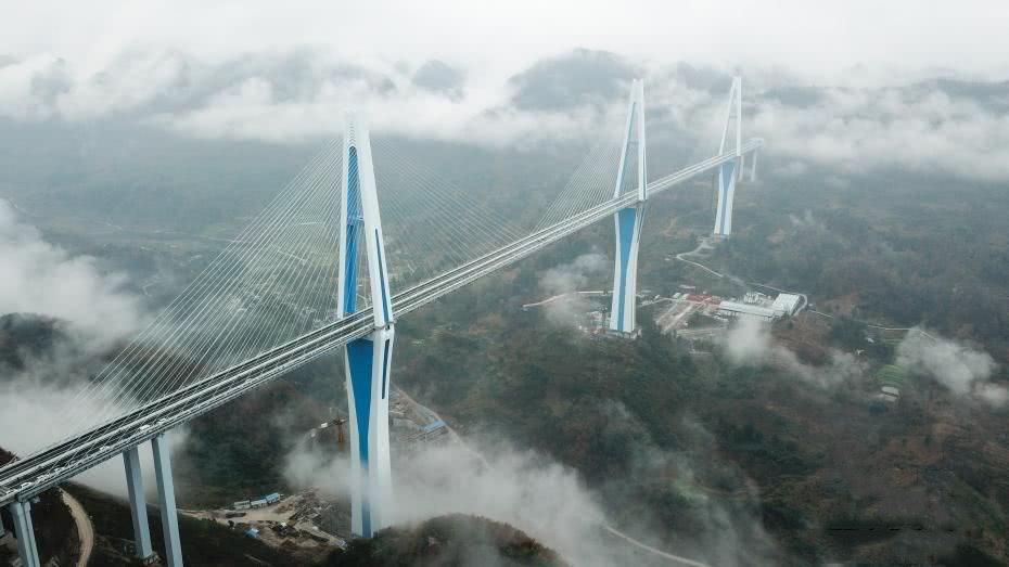 <b>最高332米平均310米,又一超级工程完工,中国基建再次让世界沸腾</b>