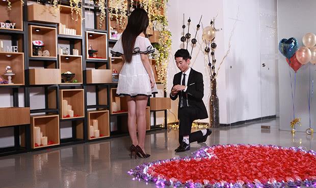 <b>浪漫的七夕情人节非常适合求婚,那么七夕求婚怎么挑选求婚钻戒?</b>