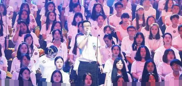 《合唱吧!300》最燃的一幕,300粉丝集结蔡程昱直接泪目了