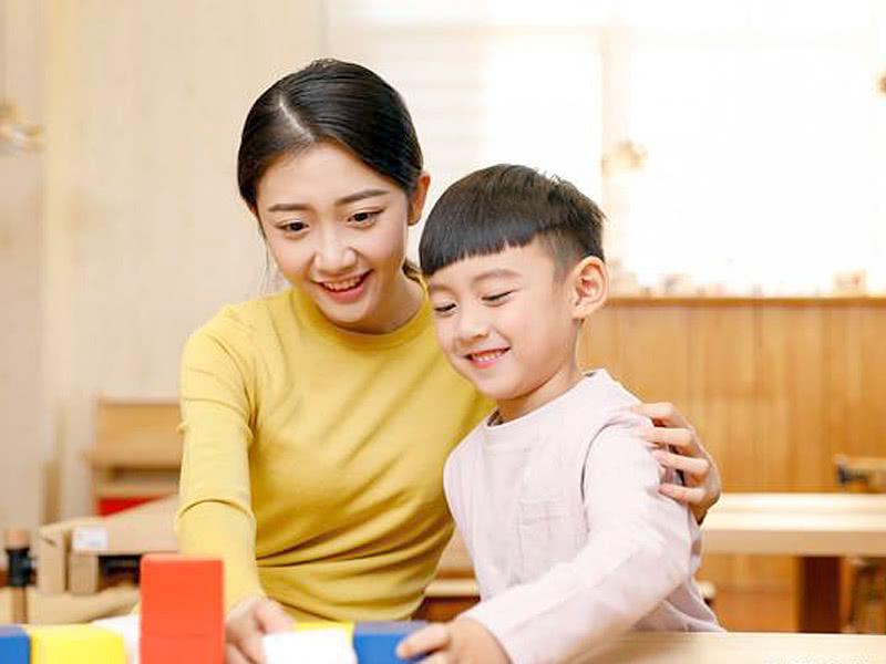 """<b>别再对孩子讲""""大道理"""",聪明的家长都懂得,将教育的权利给孩子</b>"""