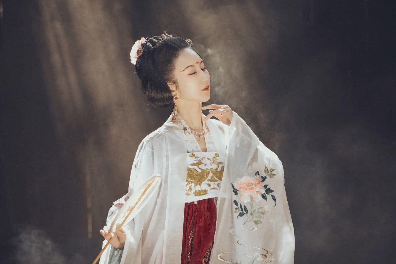 哪个朝代的服装最美唐朝还是汉朝