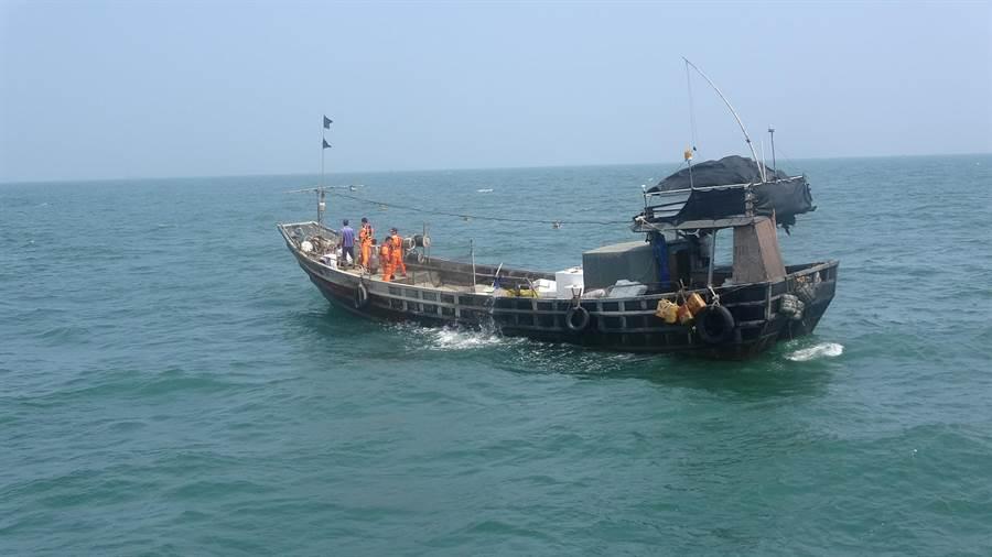"""台当局以""""越界""""为由强行查扣大陆渔船"""