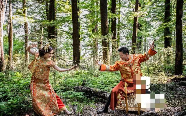 韩庚和卢靖姗签字结婚、交换戒指的照片曝光,上演高难度接吻动作