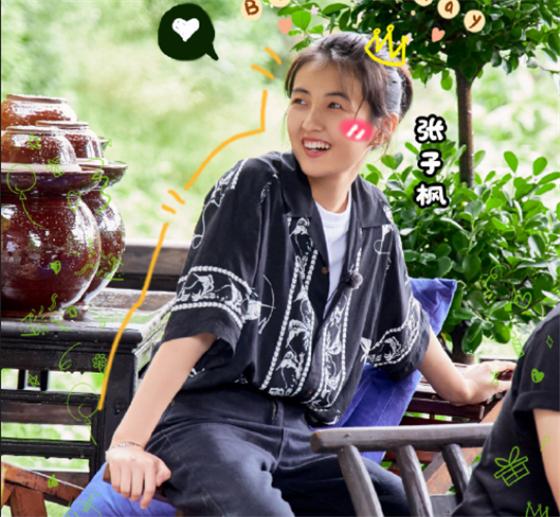 8岁和冯小刚合作,导演夸她是天才,17岁的张子枫活成人生赢家
