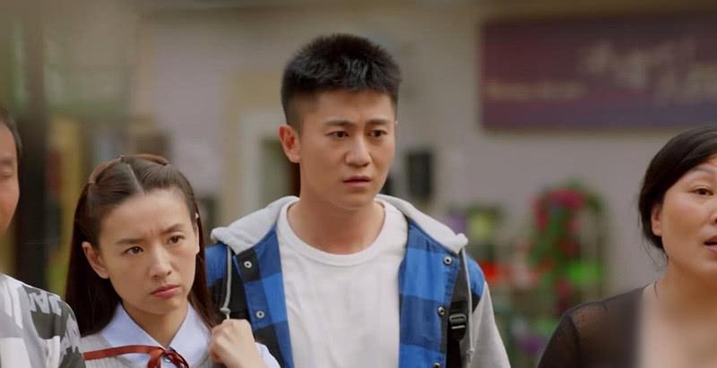 """39岁董洁饰演18岁少女,穿校服扎编发仍旧清秀,""""冷清秋""""回来了"""