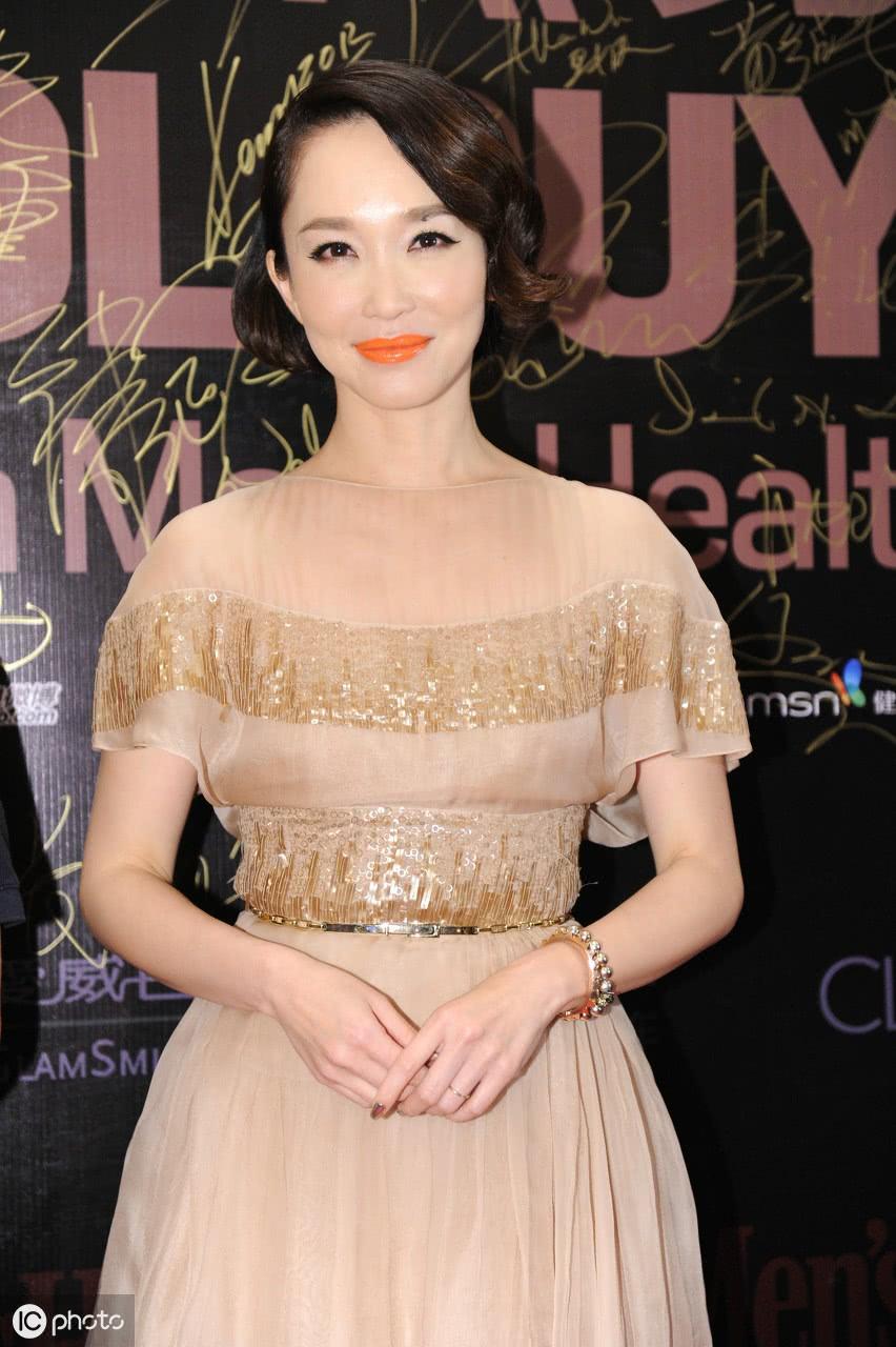 她是新加坡第一美女,如今已经48岁的她依然是优雅好气质