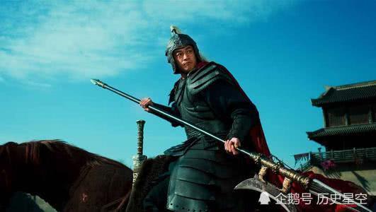 曹操在决定是否处死吕布时,身旁明明站着郭嘉,为何偏要问刘备