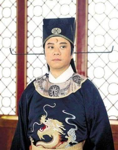 <b>TVB收视福将深圳活动吃长寿面过生日 老婆是赌王孙女身世显赫</b>