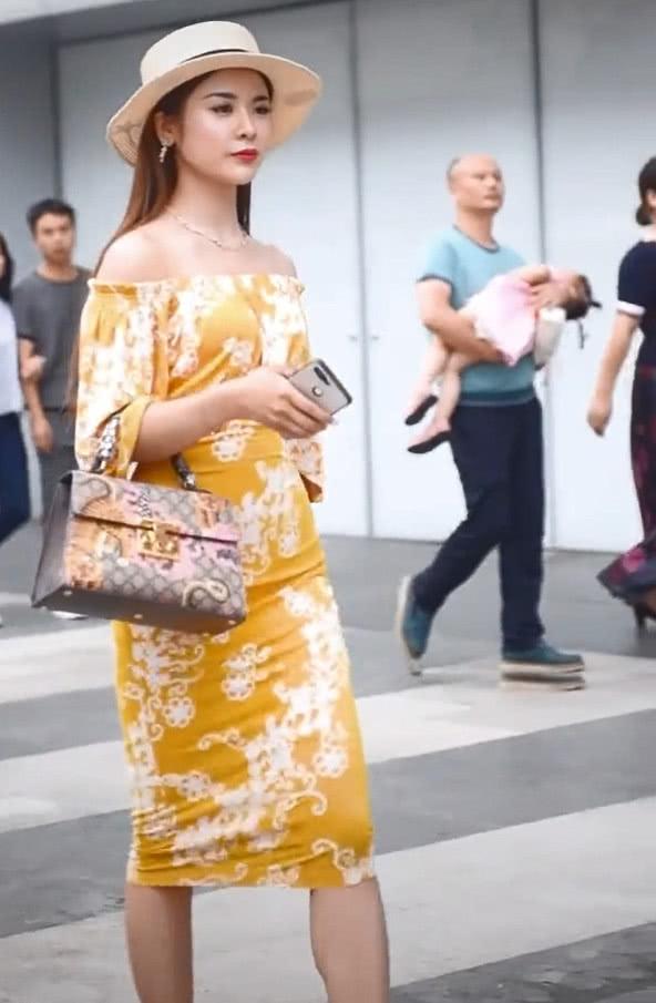 这是属于湖南女孩的魅力,穿一字裙,成熟有女人味,回头率爆表!