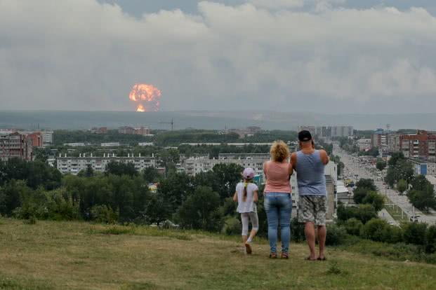 俄军火库大爆炸,12人受伤1人失踪
