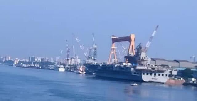 印度船厂工人闹罢工,航母沦为大型厕所,服役时间再次延期