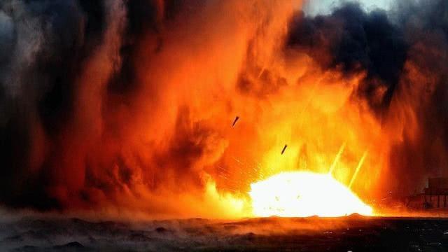 警告无效!以色列十多架战机越境空袭,伊朗海外军事基地受损严重