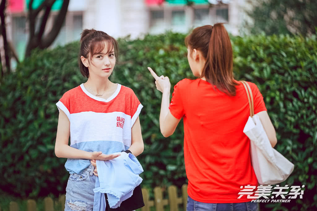 """《完美关系》为了证明自己还年轻,江达琳穿""""学生装""""出镜,卫哲看呆了!"""
