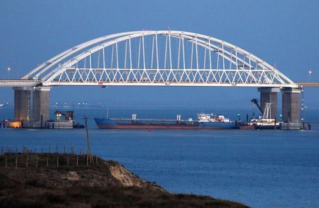 乌克兰学习英国扣船,俄军将领警告动武,大批战舰进入战备