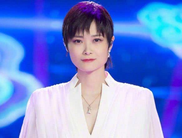 李宇春作词作曲邀肖战合唱,曾为对方怼龙丹妮,网友:实力护崽