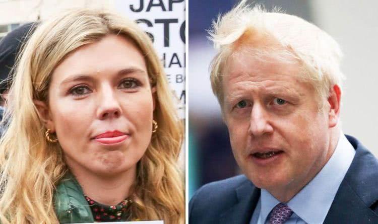 英国新首相携31岁女友亮相活动真甜!女友穿1千3黄格子裙老气