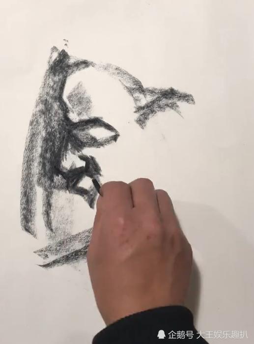 美术生速写头像,15分钟展示鬼斧神工,网友:这才是真正快手