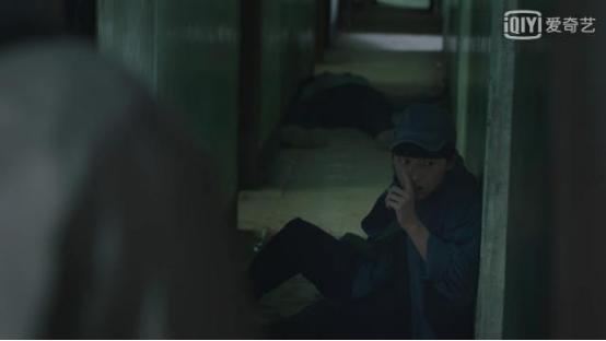 《无主之城》列车上的扒手二二,真的是江雪的亲弟弟吗?