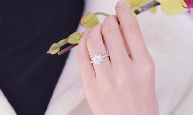 七夕将至,你可知道订婚戒指和结婚戒指怎么佩戴吗?如何选购?