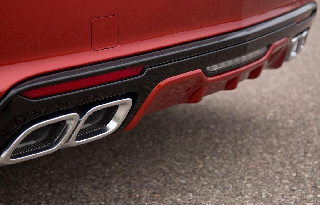 对标奔驰E级,3.0T+10AT强劲动力,外观极具运动感!