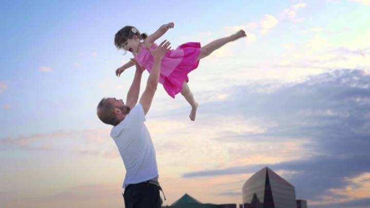 陪孩子玩耍,这四个动作不能做,尤其是第一个,让孩子很受伤!