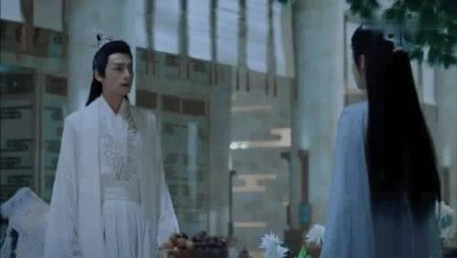 罗云熙拍吻戏竟这样对待女演员,绅士礼仪满分,是那个翩翩公子呀