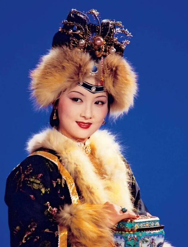 紅樓夢:為何沒覺得王熙鳳惡毒,反而覺得她可愛、可敬、可憐?