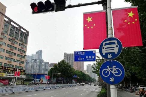 <b>南京市民提出疑问,如何正确悬挂国旗?《国旗法》有明确规定!</b>