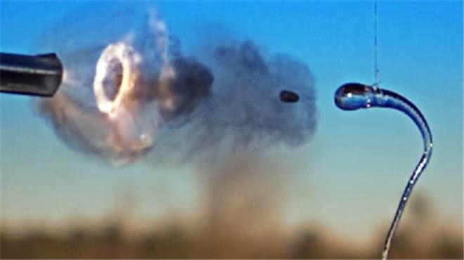 这种玻璃为何能将出膛的子弹瞬间击碎?还可承受20吨以内的压力