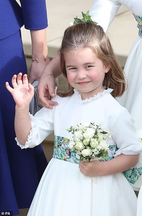 <b>夏洛特从小就有女王范,自带流量,出生仅10小时就成带货小女王</b>