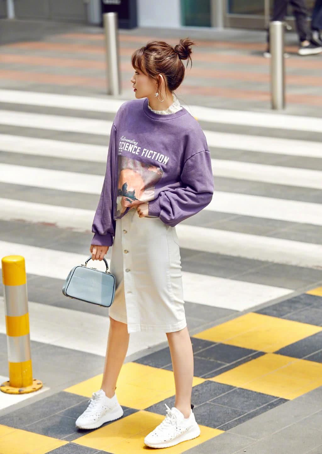 《大江大河》她演董子健初恋,穿紫色卫衣配半身裙,活力又少女