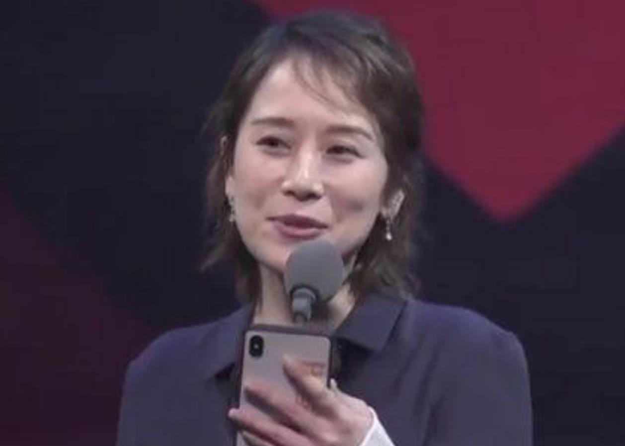 海清为中年演员发声引宋佳不满?曾给欧豪下跪的她,也有不少争议