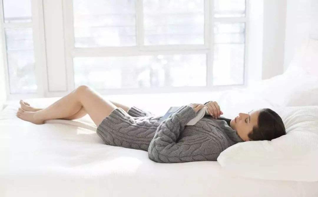 睡姿不对,身体遭罪,3种睡姿中适合你的是哪种