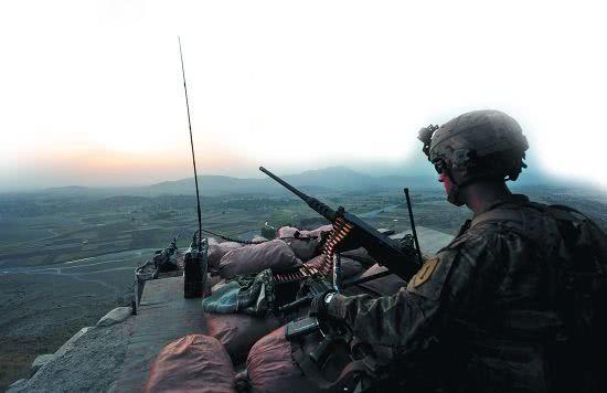 4名美国人遭逮捕,美军营附近突发大爆炸,智库:美遭遇反击增多